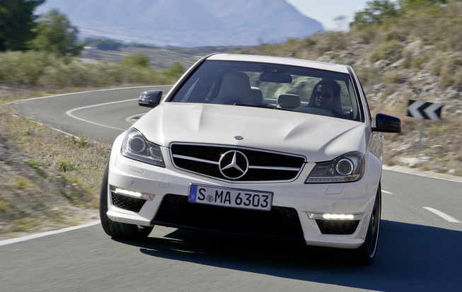 c63 AMG Police in Pursuit of Two Carjackers Who Stole a Black C63