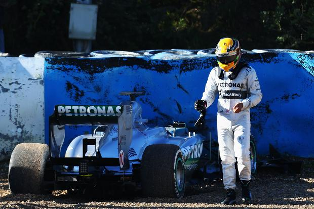 jerez 1668230a Lewis Hamilton's Car Goes Out of Control During Test Drive