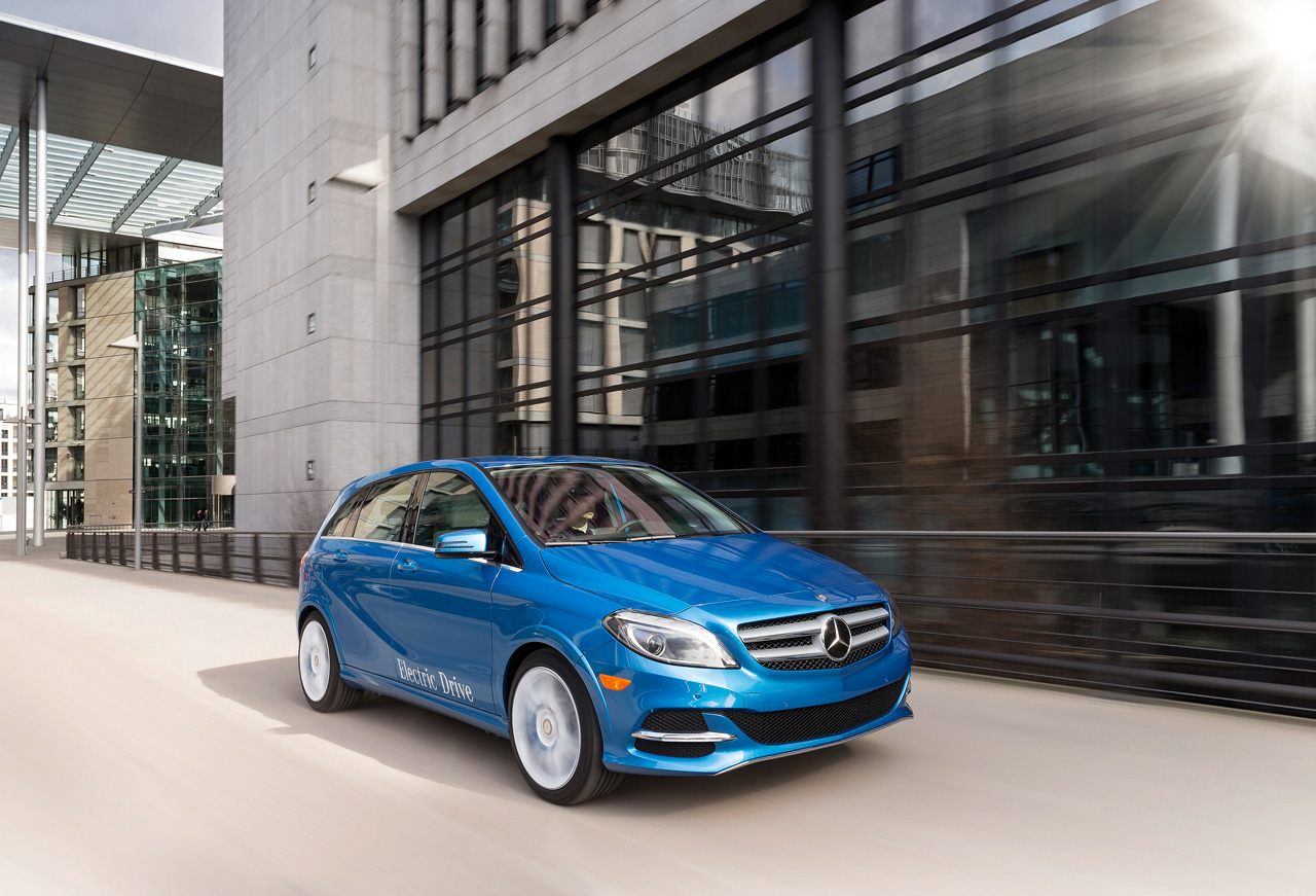 2014 b class electric drive 1 New 2014 B Class Electric Drive Makes its Way to the US Earlier