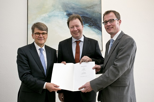 Daimler University of Stuttgart Cooperation Daimler Signs Joint Research Pact with University of Stuttgart