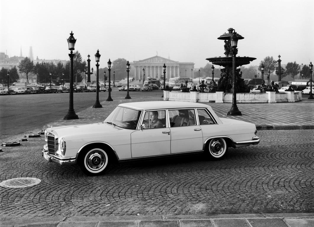 Mercedes-Benz Typ 600 (Baureihe W 100, 1964 bis 1981): Die Limousine in Paris auf dem Place de la Concorde anlässlich eines Fotoshootings Ende der 1960er-Jahre.