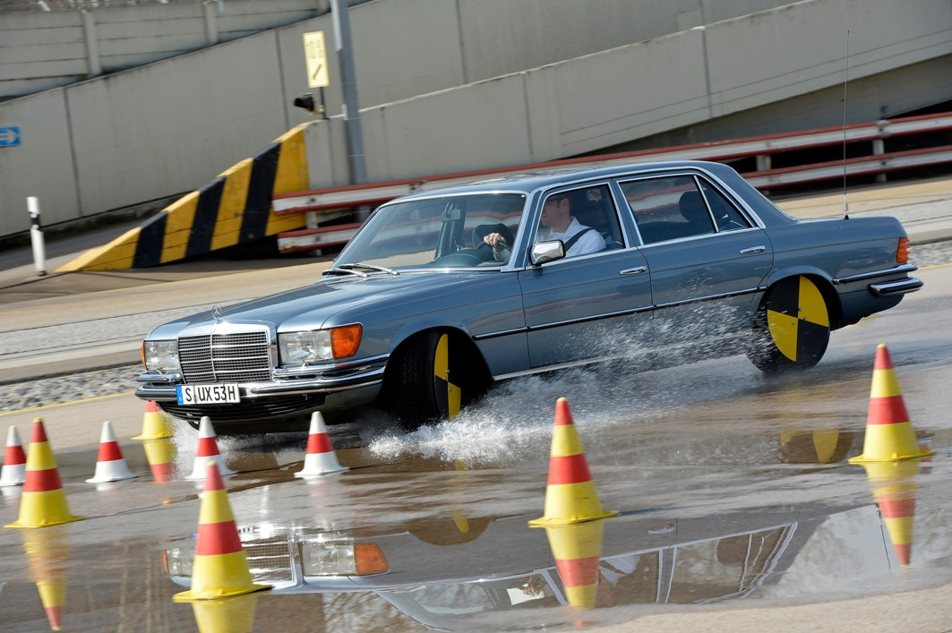 15 Setting Safety Standards With The Mercedes Benz S Class
