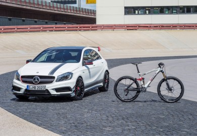 "AMG, die Performance-Marke von Mercedes-Benz und ROTWILD, der international renommierte High-End-Hersteller von hochwertigen Mountain- und Tourenbikes, gehen eine langfristig angelegte, strategische Partnerschaft ein. Das dynamische Design und die frische Farbgebung des All Mountain Bike ?R.X45 AMG? sind vom A 45 AMG ?Edition 1? übernommen. // AMG, the performance brand of Mercedes-Benz, is entering into a long-term, strategic partnership with ROTWILD, a world-renowned manufacturer of premium mountain and touring bikes. The dynamic design and fresh colour scheme of the R.X45 AMG All Mountain bike are inspired by the A 45 AMG ""Edition 1""."