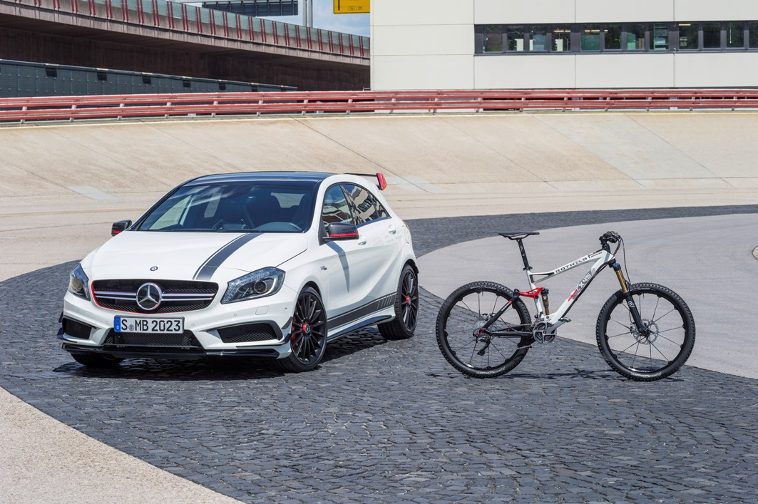 13C609 06 Mercedes AMG Collaborate With ROTWILD For AMG Branded Bike