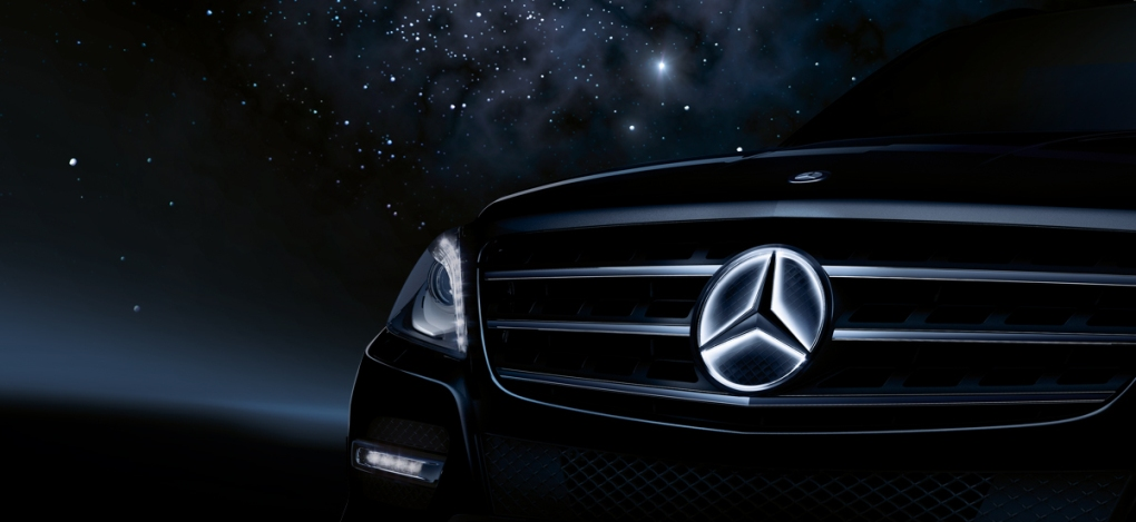New illuminated three pointed star offered by mercedes for Mercedes benz led star