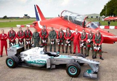 Lewis-Hamilton-with-Royal-Air-Force-Red-Arrows