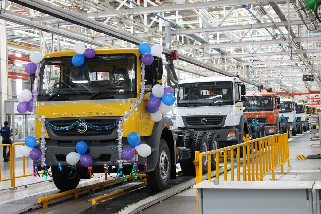 13C759 02 First Production Anniversary Celebrated By Daimler Trucks In India