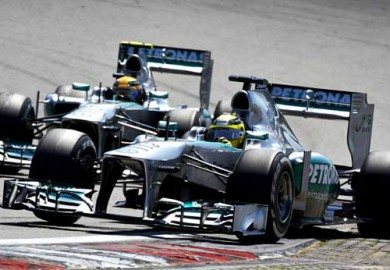 F1-Mercedes-AMG-Petronas-Waiting-for-Young-Driver-Test-Reprieve