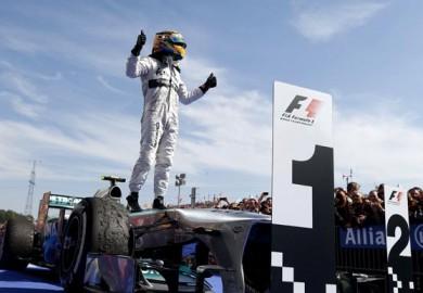 Lewis-Hamilton-Wins-2013-F1-Hungarian-Grand-Prix