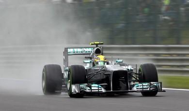 Lewis-Hamilton-Mercedes-AMG-Petronas-feat