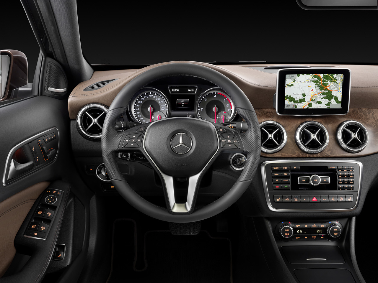 2015 mercedes gla officially revealed for Mercedes benz gla class interior