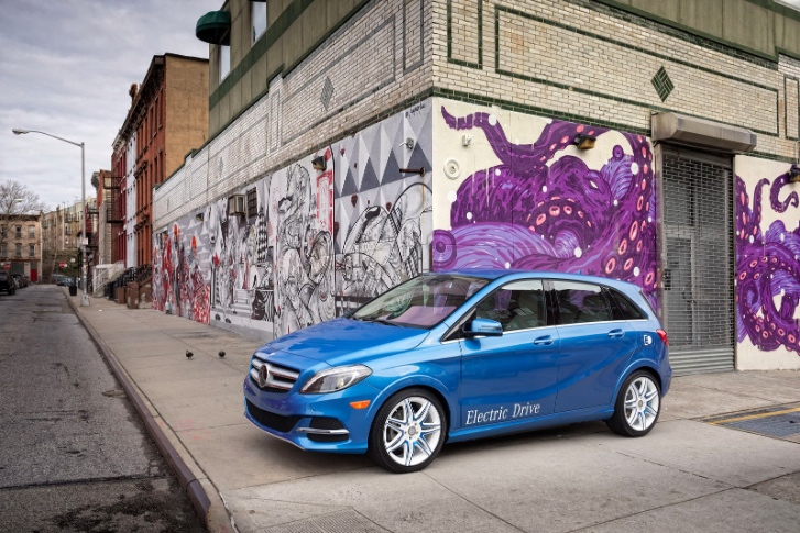 2014 mercedes benz b class ev debuts at new york photo gallery 57060 7 Daimler Exec Confident that B Class Electric Drive will Rise Above BMW i3