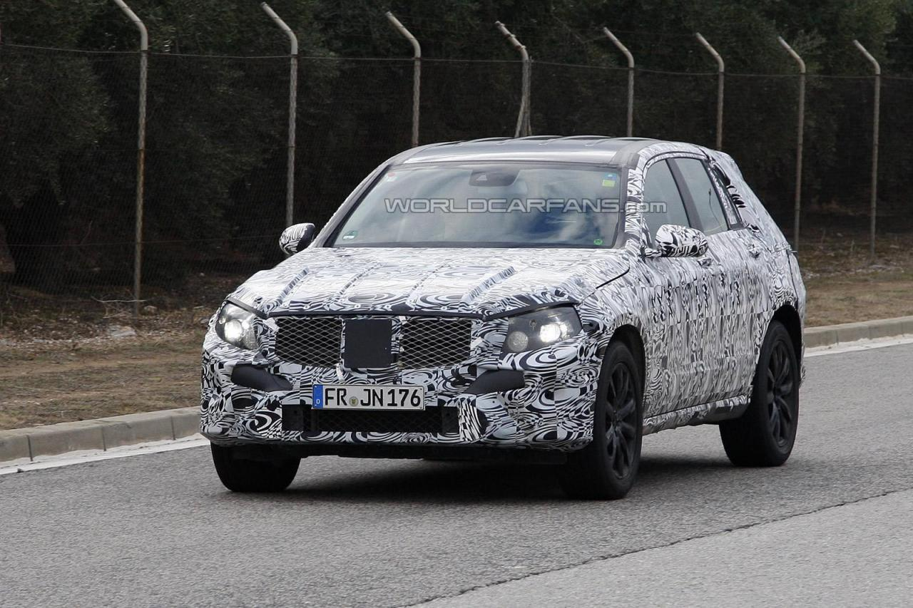 1443381310305685713 Next Gen Mercedes GLK Spy Shots Revealed