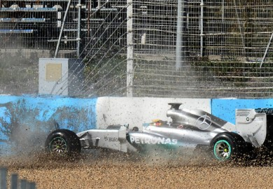 mercedes w05 crashes at Jerez Testing