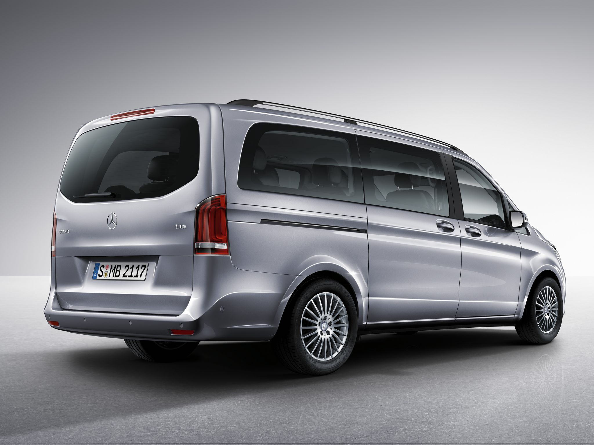 2015 mercedes v class comes with sports package option. Black Bedroom Furniture Sets. Home Design Ideas