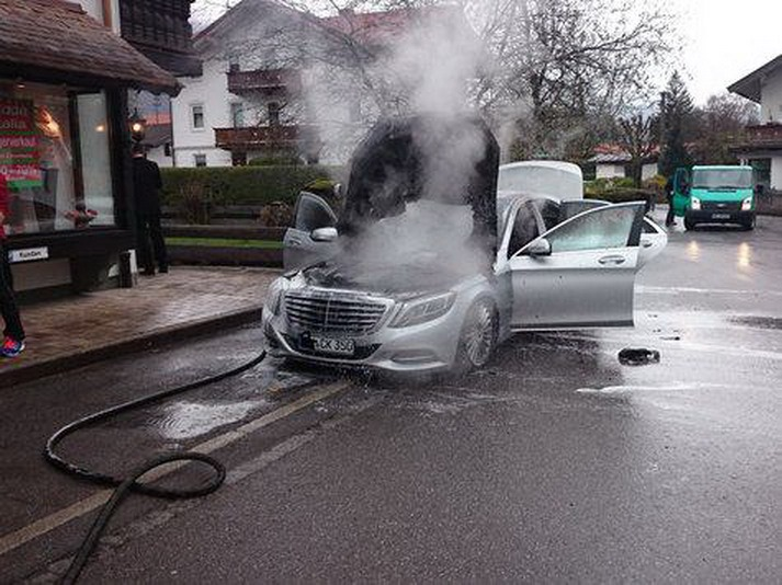 2014 mercedes s-class caught fire