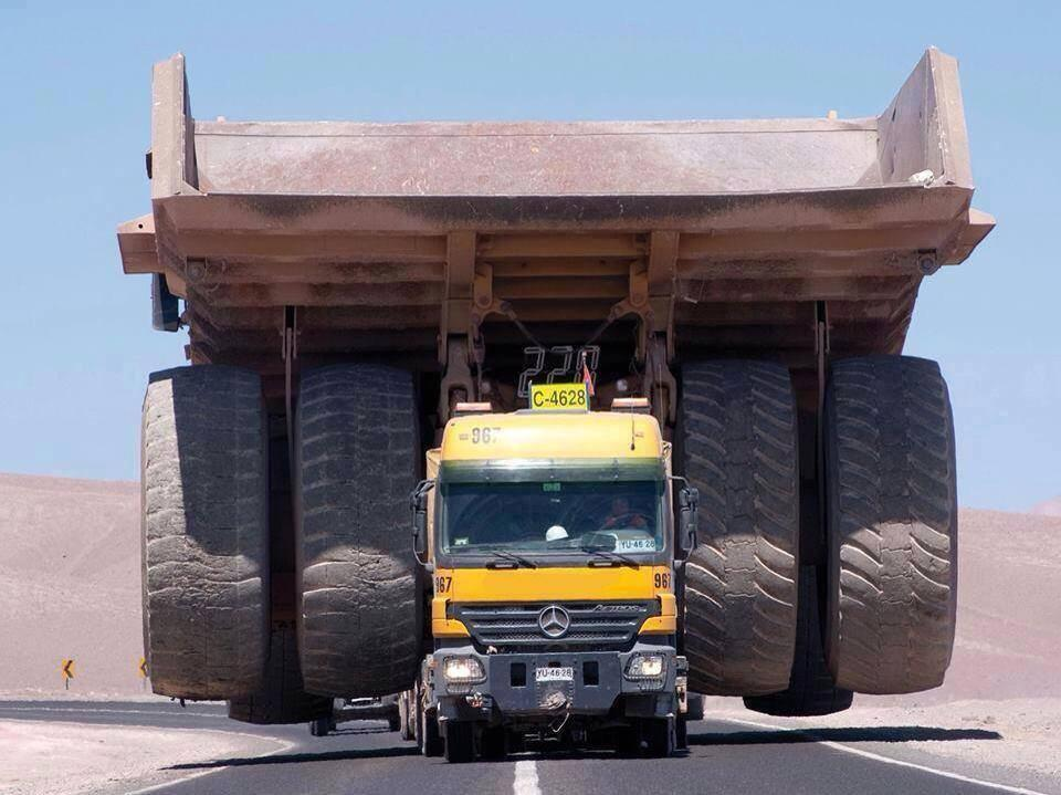 mercedes benz actros1 Mercedes Benz Actros Literally Dwarfed by Its Cargo