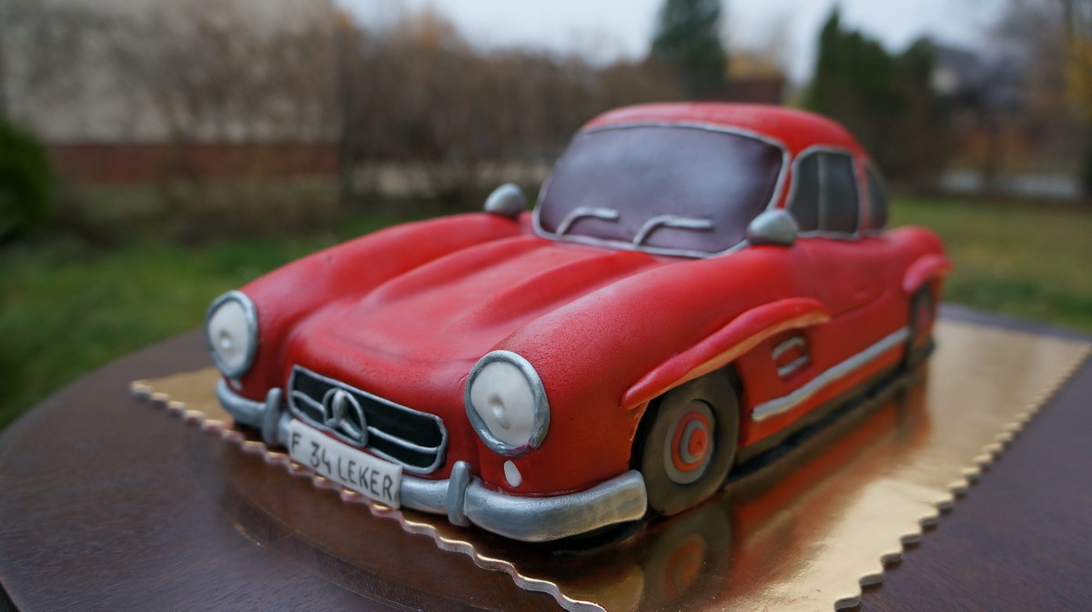 Mercedes benz themed cake a mercedes for Mercedes benz cake design