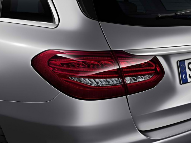 mercedes c class estate tail light 1 724x543 A Look at the Different Tail Light Systems of the Mercedes C Class Estate