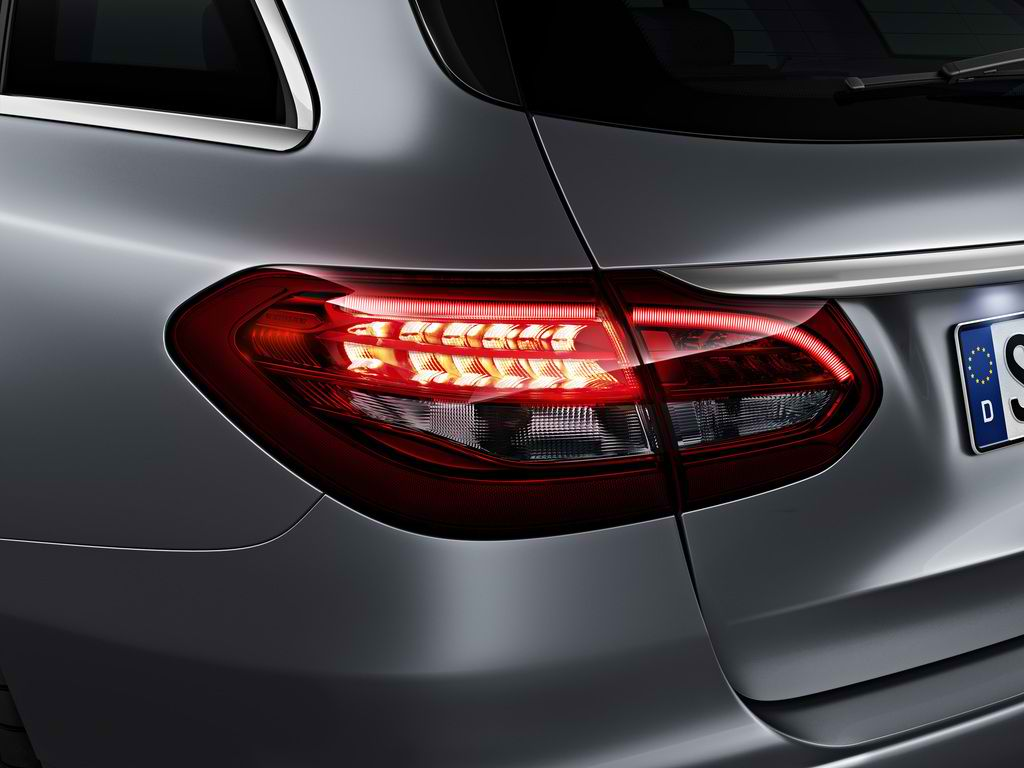 A Look at the Different Tail Light Systems of the Mercedes C-Class