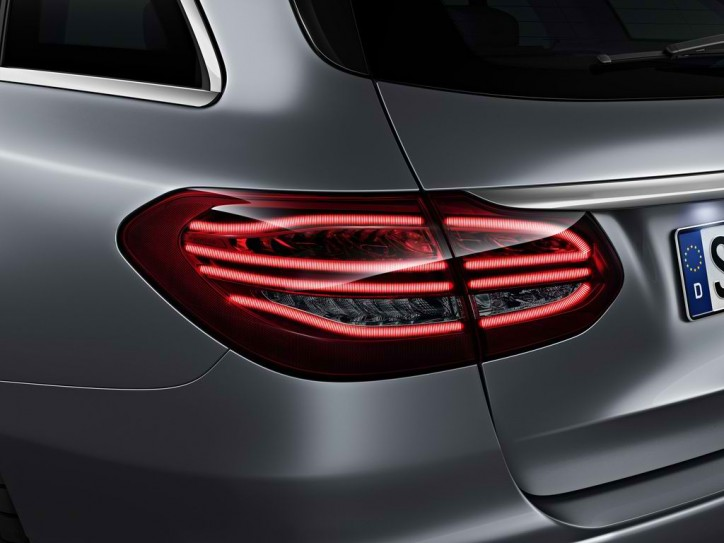 mercedes c class estate tail light 5 724x543 A Look at the Different Tail Light Systems of the Mercedes C Class Estate