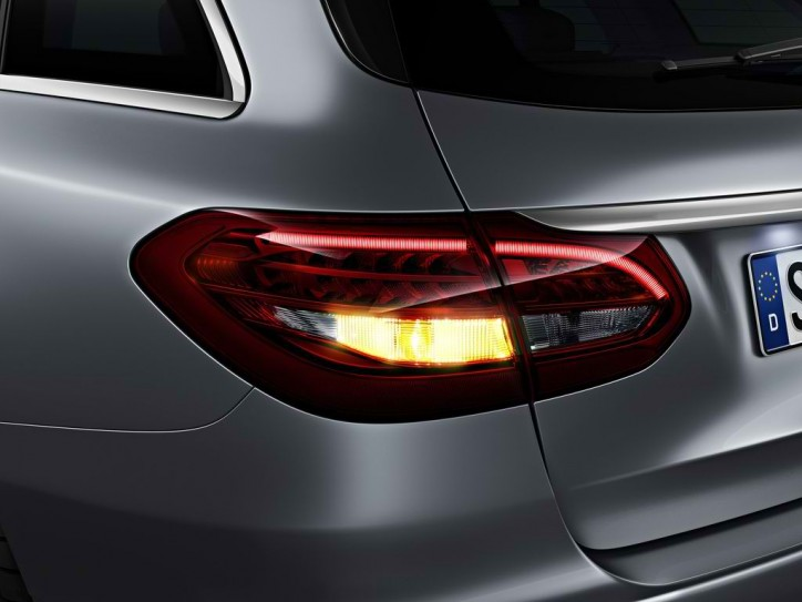 mercedes c class estate tail light 8 724x543 A Look at the Different Tail Light Systems of the Mercedes C Class Estate