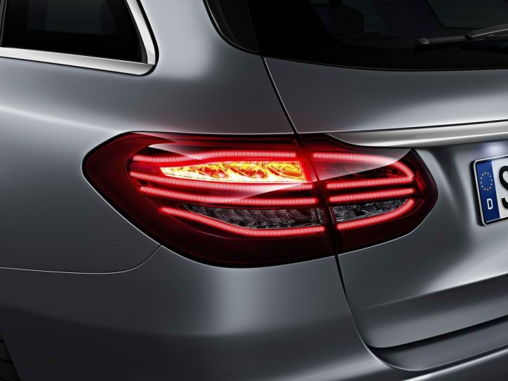 mercedes c class estate tail light 9 724x543 A Look at the Different Tail Light Systems of the Mercedes C Class Estate