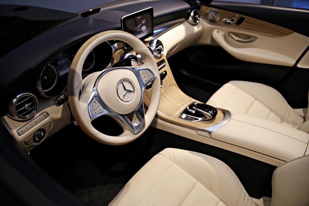Mercedes benz museum features interior cabin of 2015 for Mercedes benz c class 2015 interior