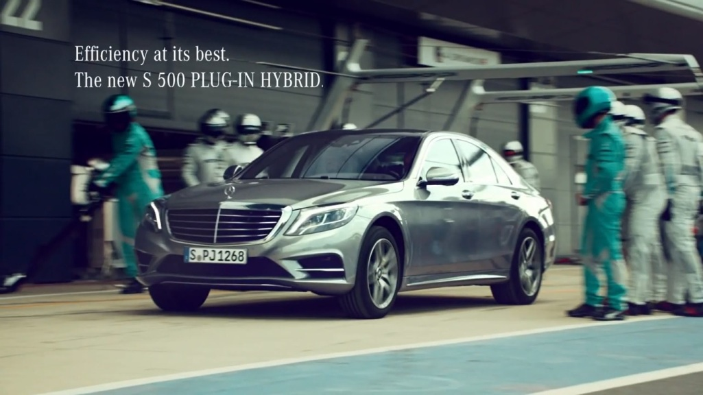 Latest mercedes benz s500 plug in hybrid commercial for Mercedes benz hybrid cars