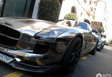 Cool-Looking Chrome Wrapped Oakley Design Mercedes-Benz SLS AMG Spotted