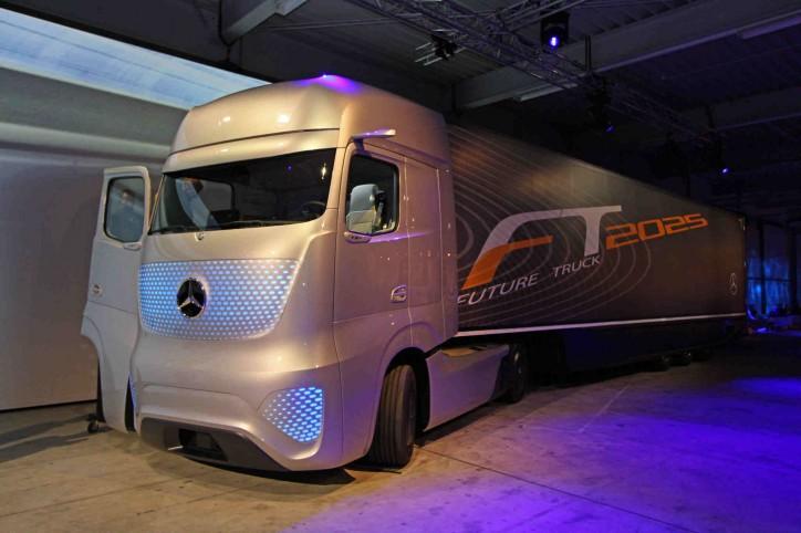 Mercedes benz future truck 2025 self driving demo for Mercedes benz truck 2014