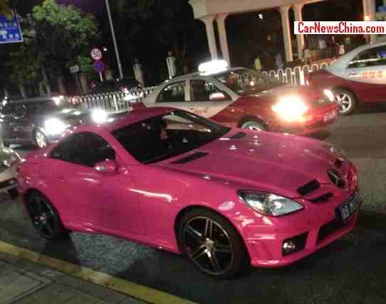 Shiny pink mercedes benz slk 55 amg spotted in china for Pink mercedes benz