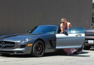 Kaley Cuoco Trades Her Range Rover For A Mercedes-Benz SLS AMG Roadster