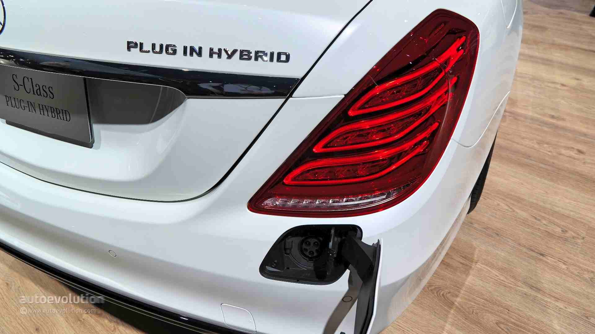 Mercedes benz s550 plug in hybrid quietly introduced in for 2017 mercedes benz s550 plug in hybrid