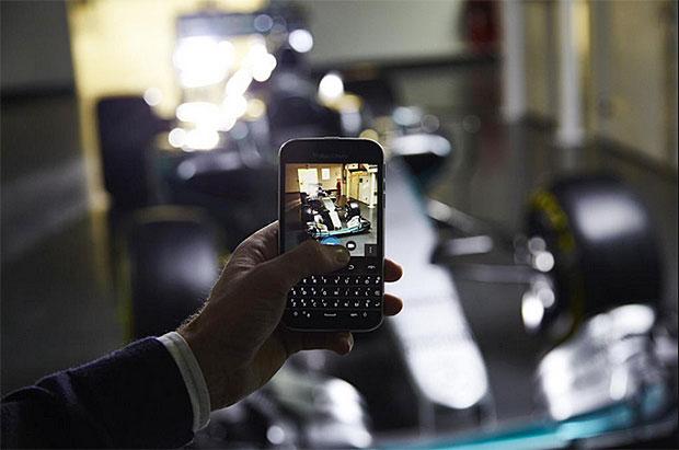 Mercedes-F1-W06-Hybrid-teaser
