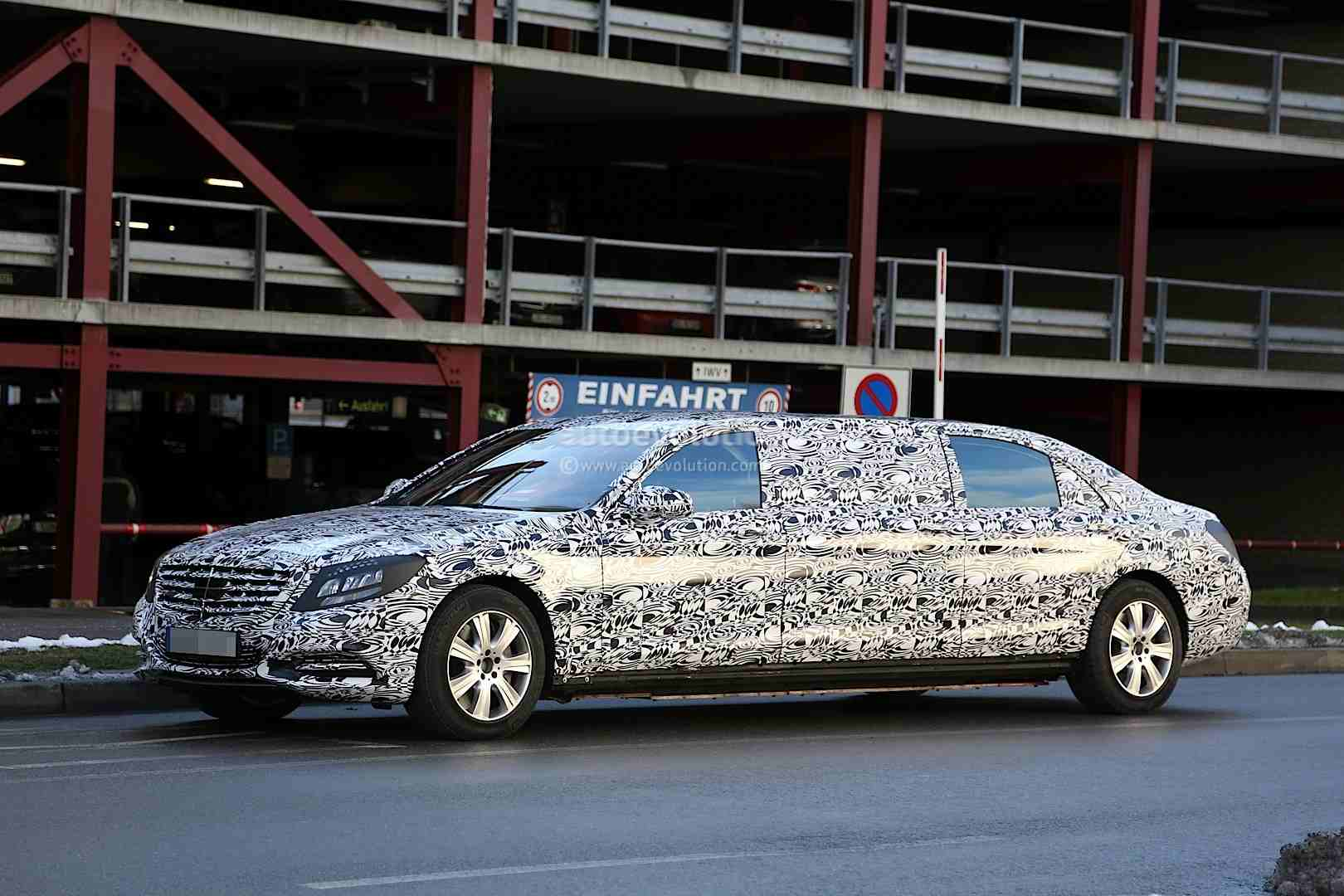 Mercedes s600 pullman spy shots show interior of the car for Mercedes benz pullman