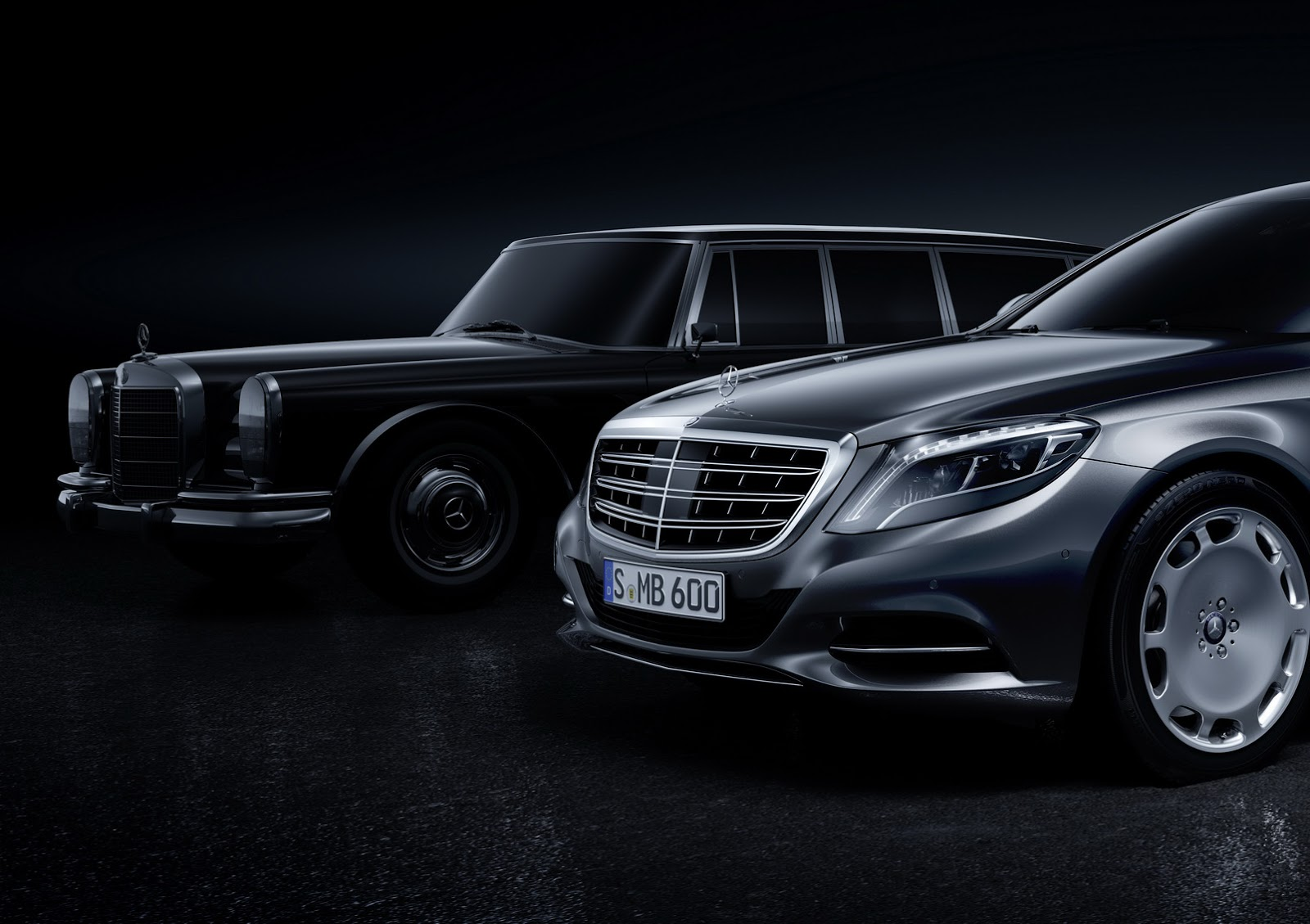 first look at the photos of the mercedes maybach pullman. Black Bedroom Furniture Sets. Home Design Ideas