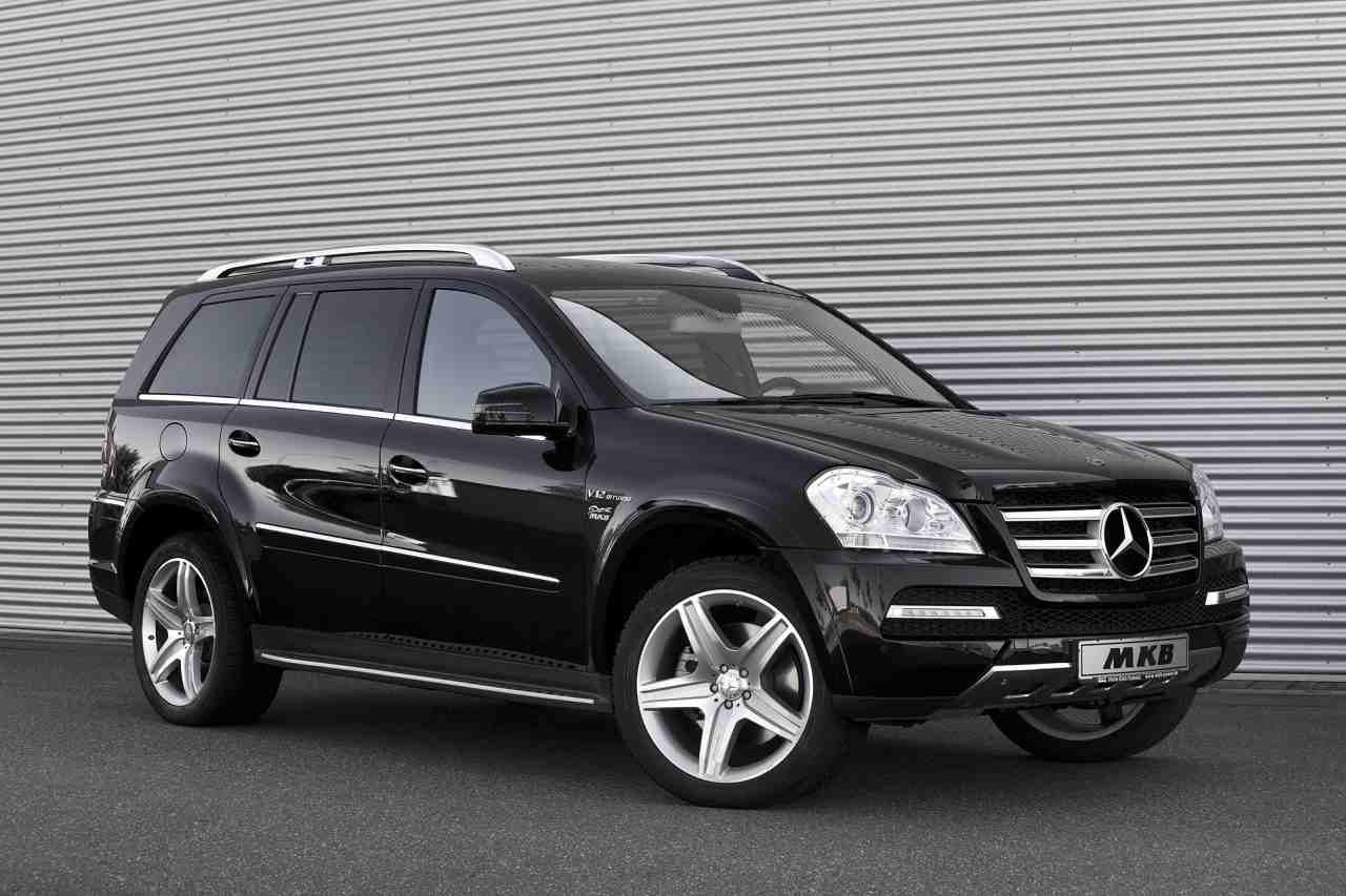 Mkb mercedes benz gl gets a v12 engine under its hood for Mercedes benz gl500