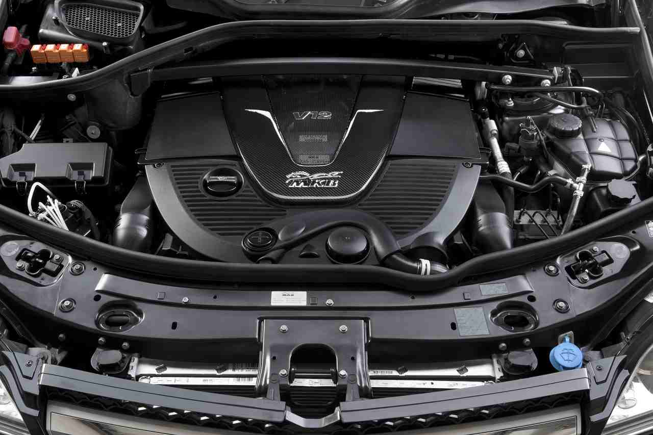 Mkb mercedes benz gl gets a v12 engine under its hood for Mercedes benz engine