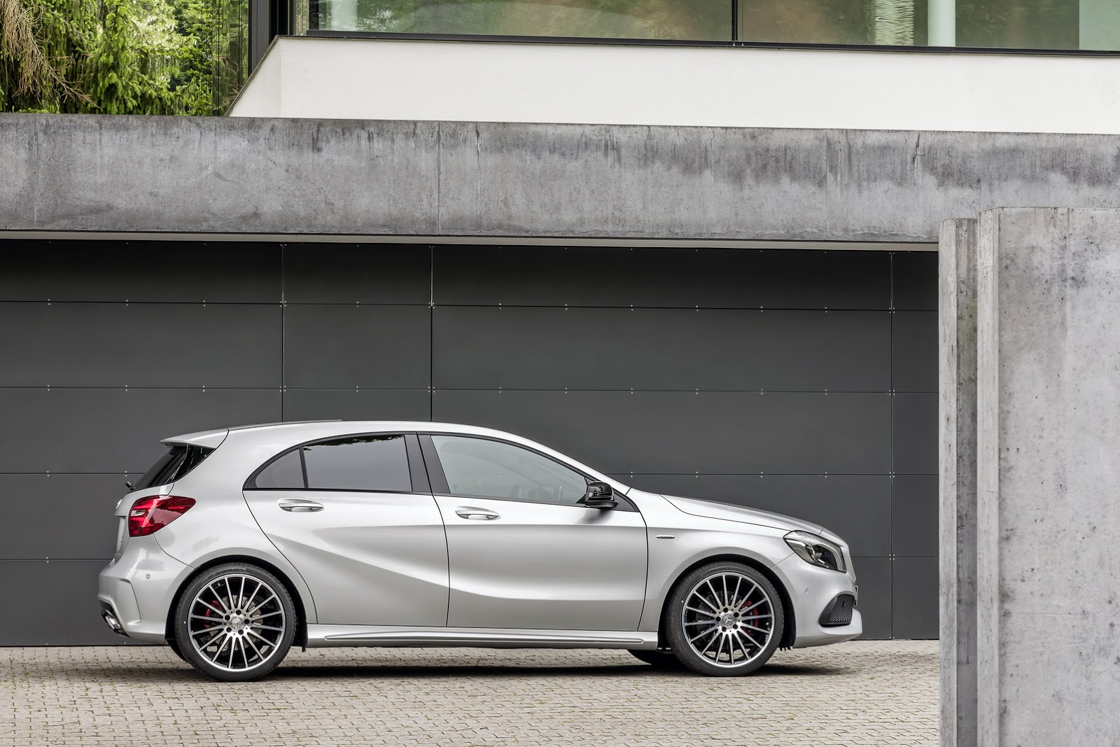 2016 mercedes benz a class with facelift official photos. Black Bedroom Furniture Sets. Home Design Ideas