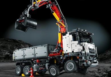 LEGO Technic Mercedes-Benz Arocs 3245 Unveiled