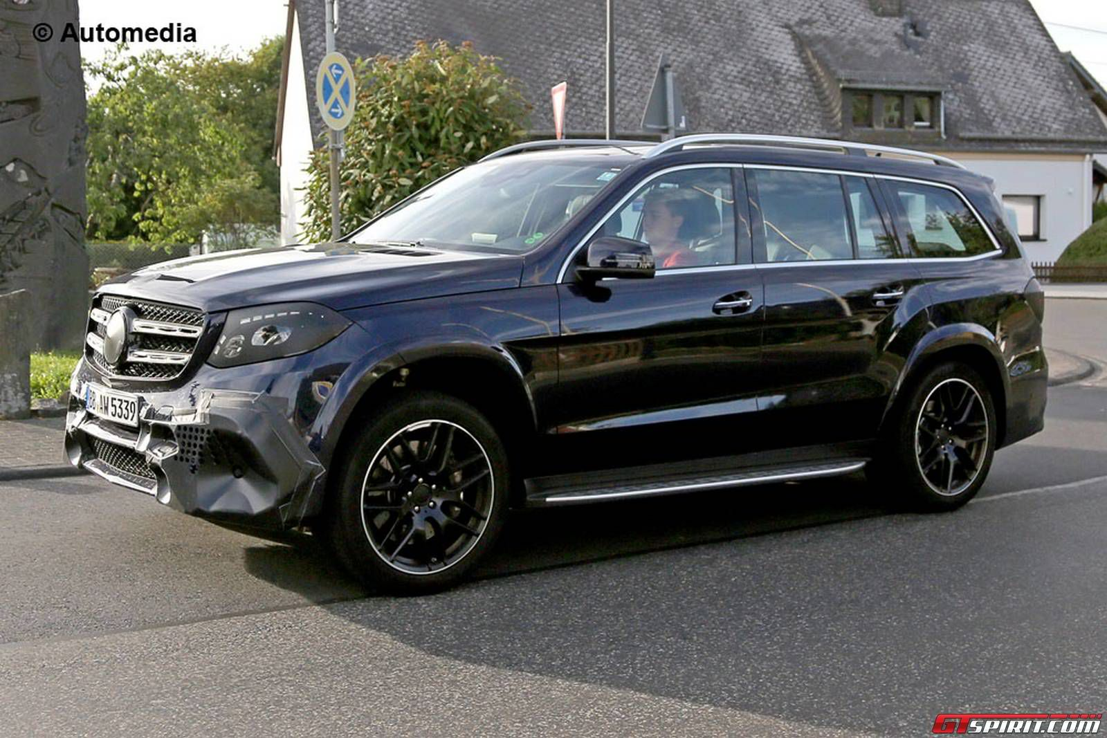 Mercedes amg gls 63 spied while being tested for Gls mercedes benz suv