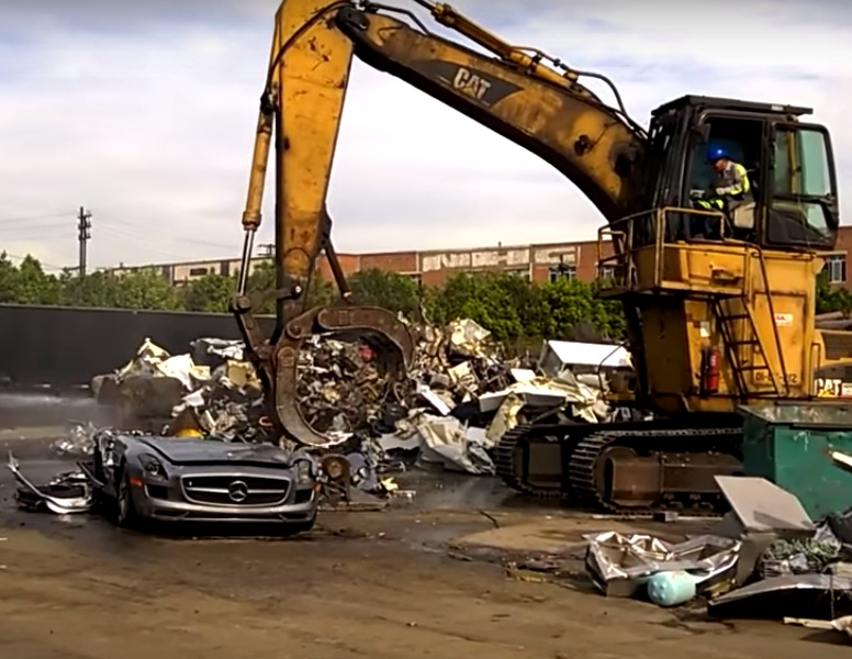 It pains me to see this mercedes benz sls amg video for Mercedes benz scrap yard