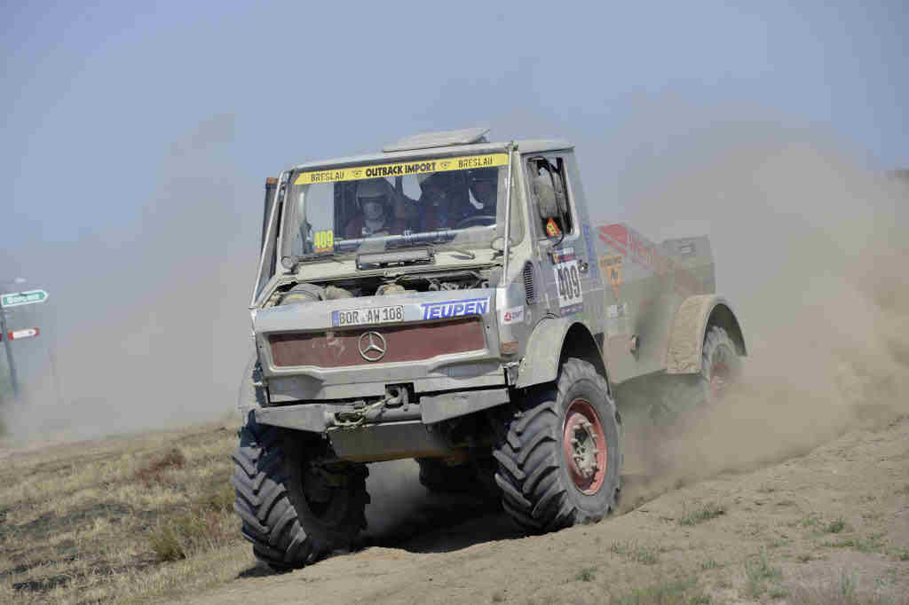Mercedes benz unimog and zetros win off road rallies for Mercedes benz unimog