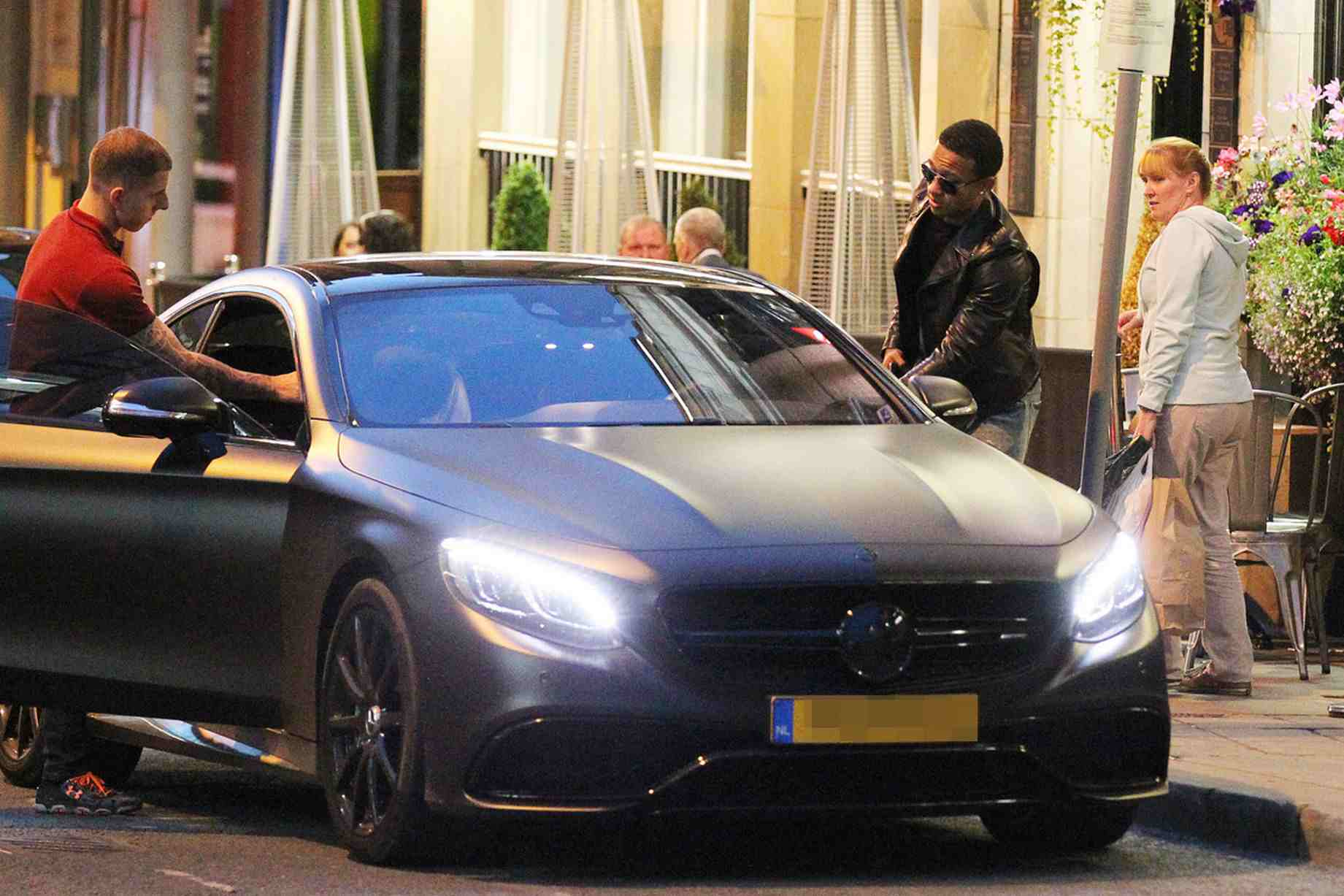 Check out depay 39 s all black mercedes cl 63 amg for Mercedes benz memphis
