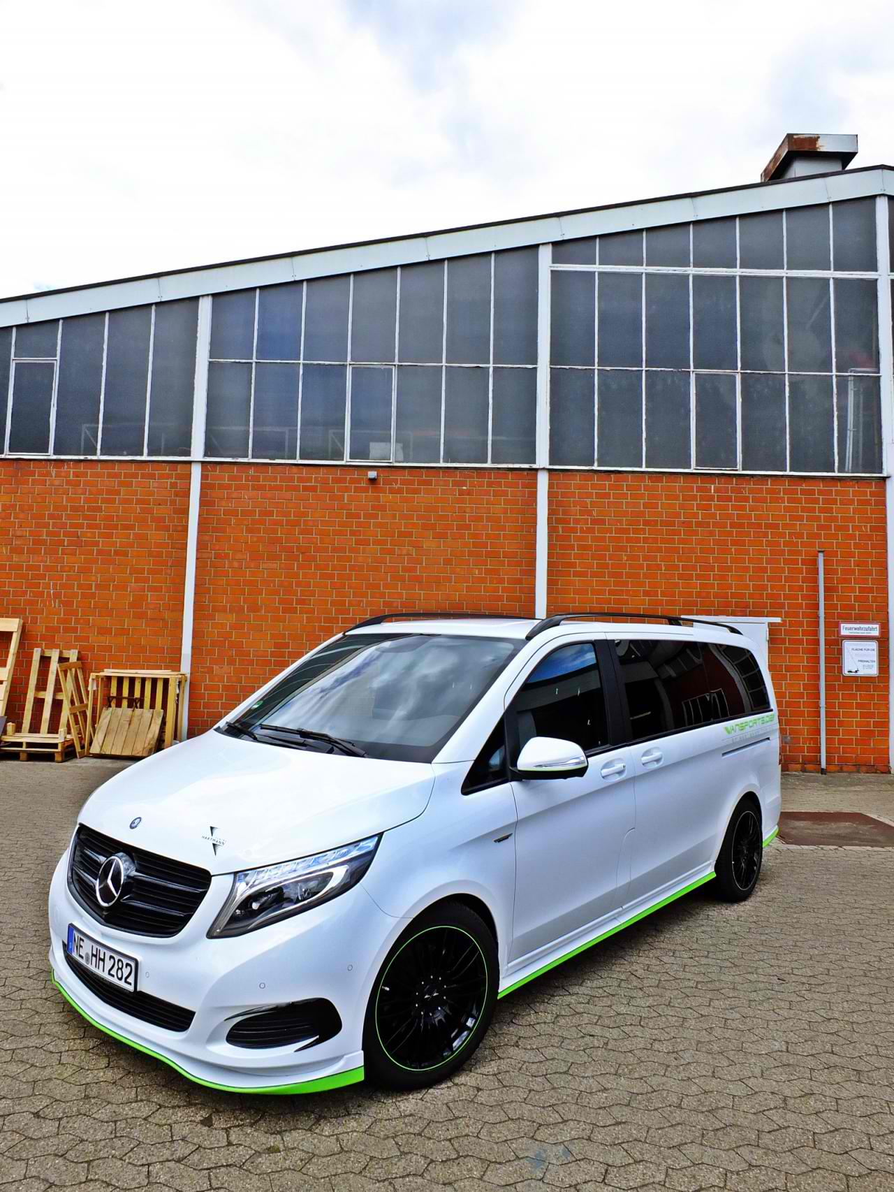 Hartmann tunes the mercedes benz v class for Mercedes benz tracksuit