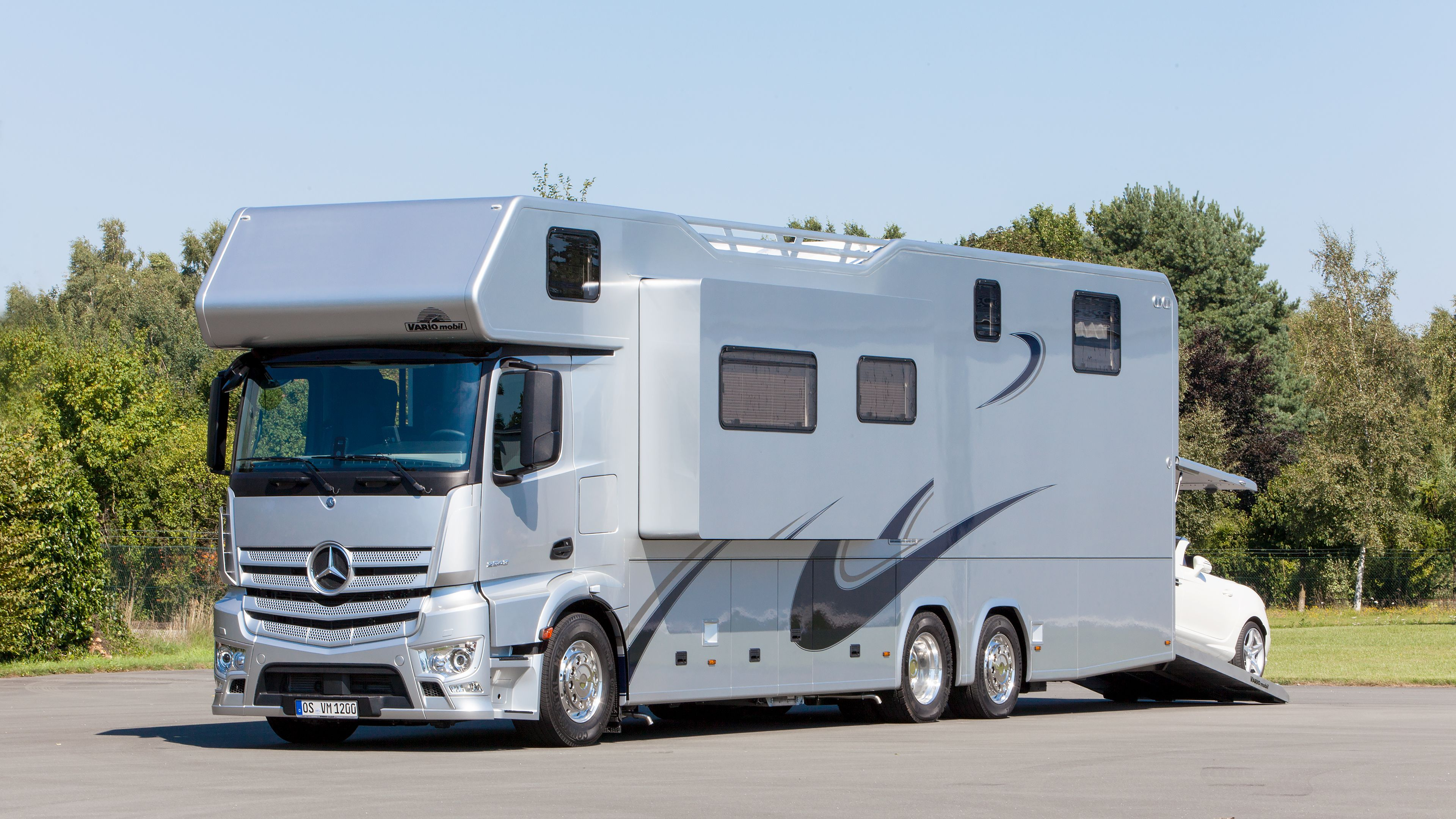 Mercedes benz antos and actros turned into campers for Mercedes benz camper vans for sale