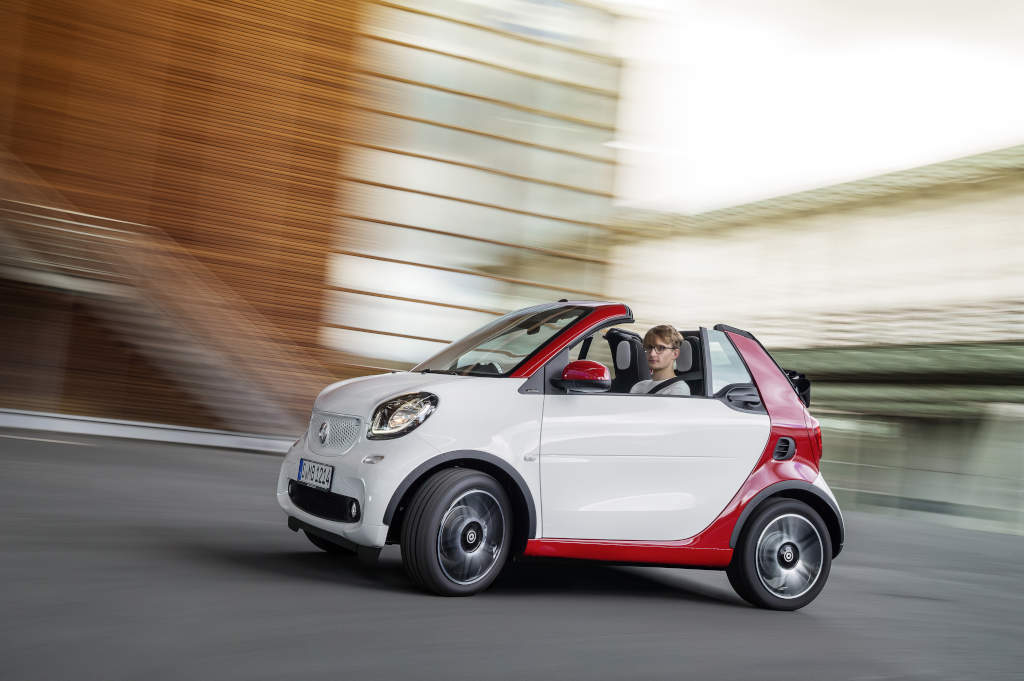 smart fortwo cabriolet unveiled through photos. Black Bedroom Furniture Sets. Home Design Ideas