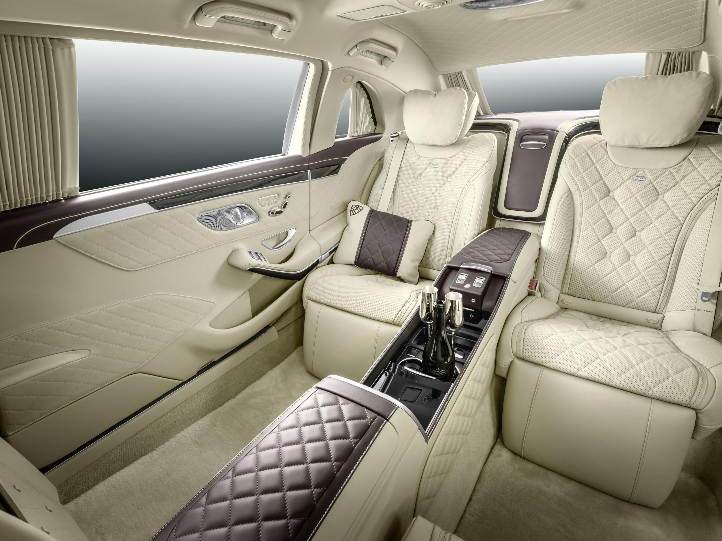 The latest benz buzz unveiling the new maybach pullman for Mercedes benz maybach interior