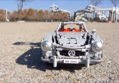 Check Out This Mercedes-Benz 300SL Gullwing Lego Model